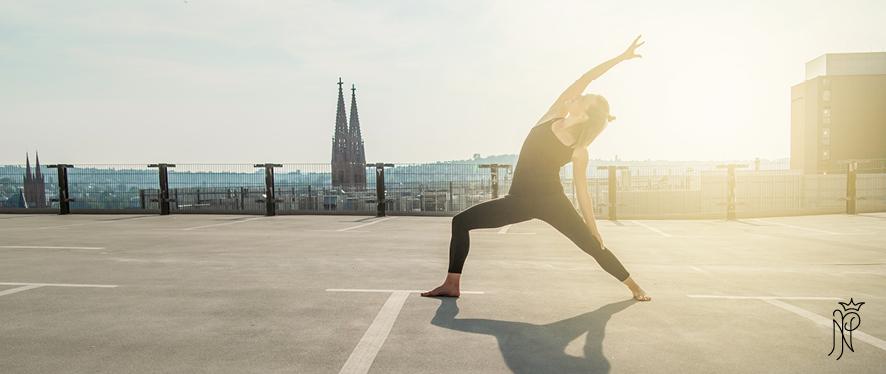 Yoga über den Dächern von Wiesbaden